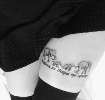 tatuajes de familias de elefantes en la pierna