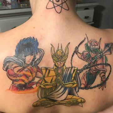 tatuajes de los caballeros del zodiaco en espalda