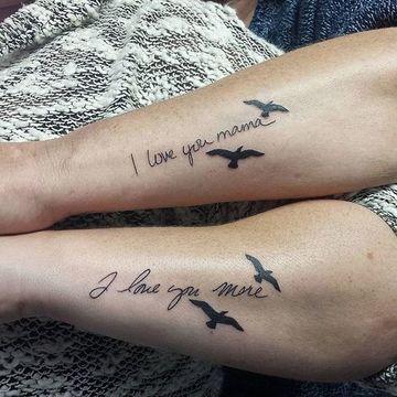 tatuajes de madre e hijo varon brazo