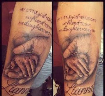tatuajes de manos de bebe para piernas