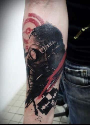 tatuajes de mascaras de gas negro y rojo
