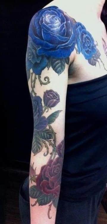 tatuajes de rosas a color azules y rojas