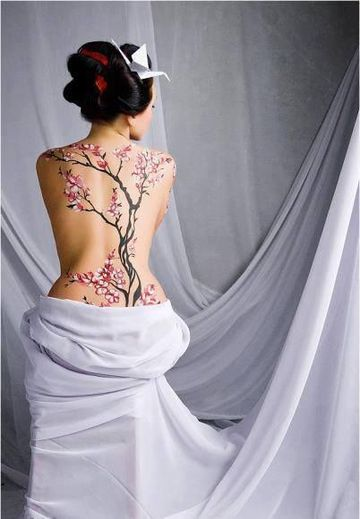 tatuajes japoneses para mujeres arbol de cerezo