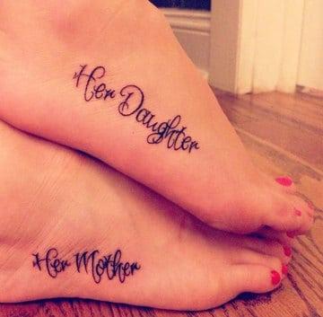 tatuajes pequeños madre e hija de pies