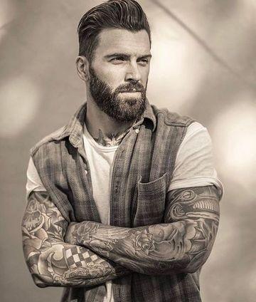 hombres con barba y tatuajes atractivos