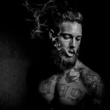 hombres con barba y tatuajes sexys