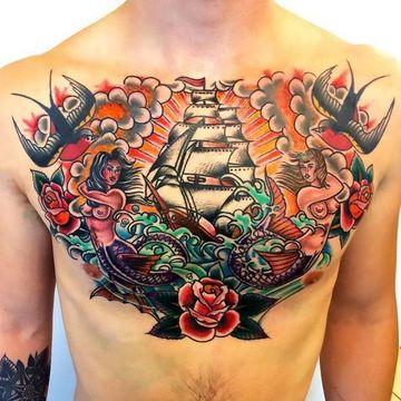 tatuajes a color para hombres en el pecho