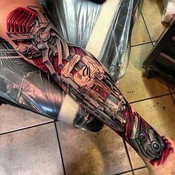 tatuajes biomecanicos en el brazo a color