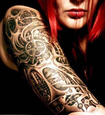 tatuajes biomecanicos en el brazo mujeres
