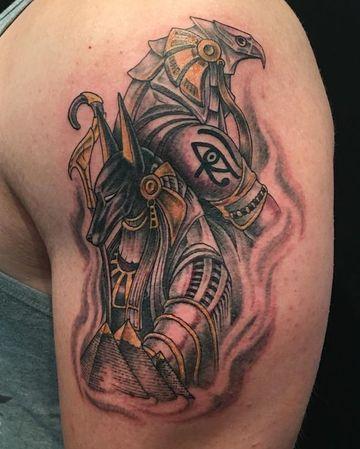 tatuajes de anubis y horus a color