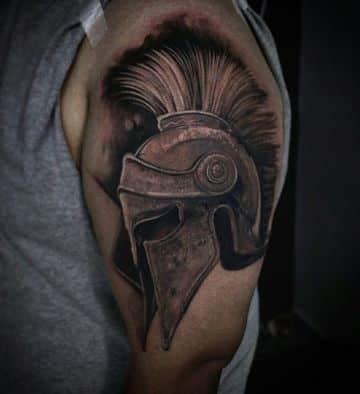 tatuajes de cascos espartanos para brazo