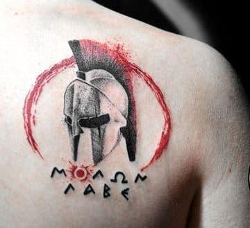 tatuajes de cascos espartanos para espalda