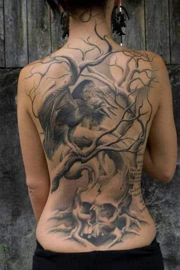 tatuajes de cuervos y calaveras espalda