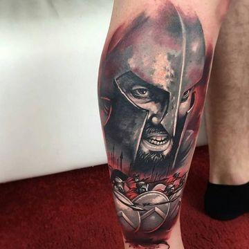 tatuajes de gladiadores romanos en pierna