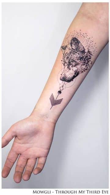 tatuajes de lobos en el antebrazo de hombres