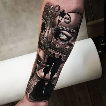 tatuajes de mascaras venecianas brazo