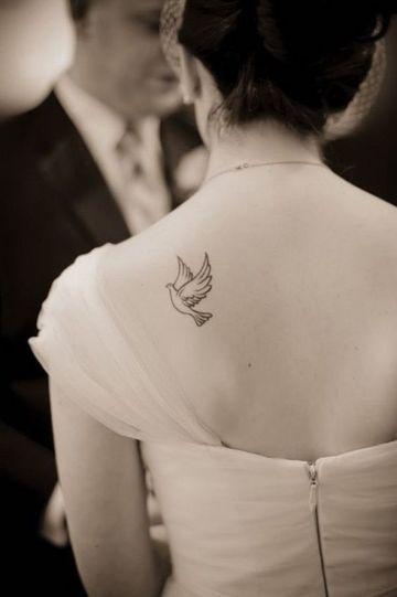 tatuajes de palomas para mujeres pequeño