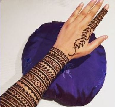 tatuajes tribales en la muñeca de mujer