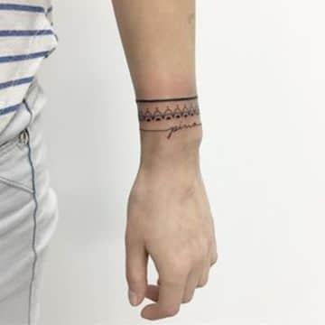 tatuajes tribales en la muñeca sencillo