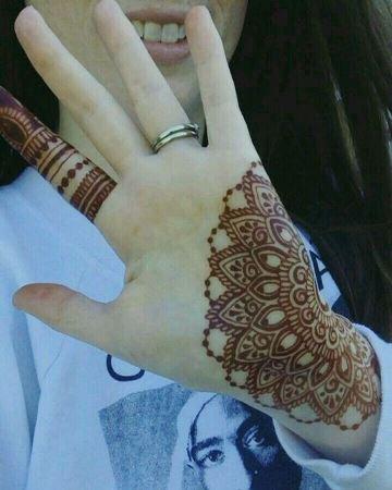 tatuajes de gena en la mano de mujer (1)