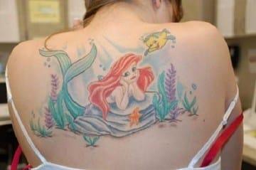 tatuajes de la sirenita ariel en la espalda