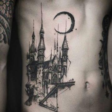 tatuajes de luna para hombres en el abdomen