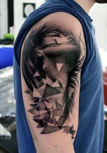 tatuajes de triangulos para hombres en el brazo