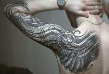 tatuajes de alas para hombres un solo lado