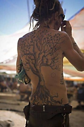 tatuajes de arboles en la espalda completa