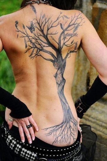 tatuajes de arboles muertos para mujeres