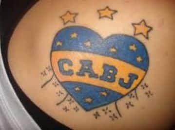 tatuajes de boca para mujer en la espalda