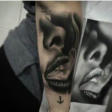 tatuajes de boca para mujer fumando
