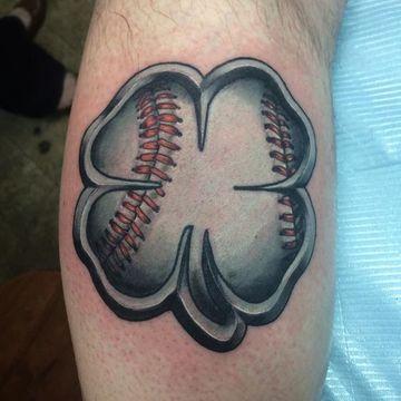 tatuajes de buena suerte para hombres de trebol de cuatro hojas