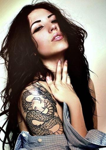 tatuajes de dragones para mujeres hombro y brazo