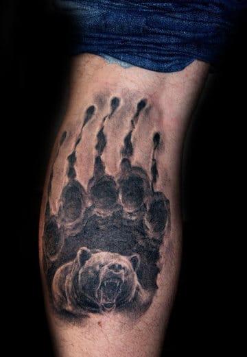 tatuajes de garras de oso en la pierna
