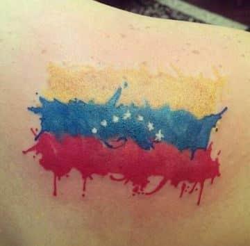 tatuajes de la bandera de venezuela en la espalda