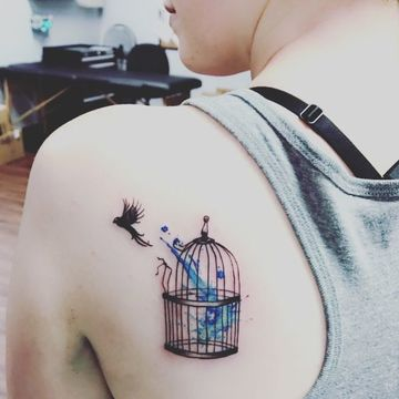 tatuajes de libertad y fuerza para mujeres