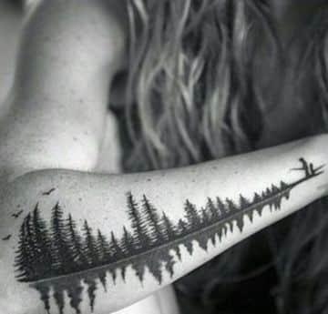 Sombras Espectaculares En Tatuajes De Pinos En El Brazo