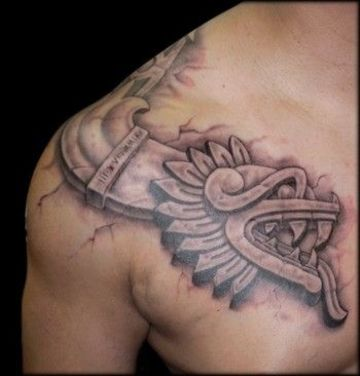 tatuajes de serpiente emplumada en el hombro
