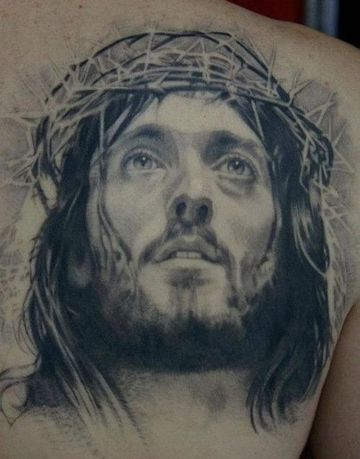 tatuajes en 3d de jesus en la espalda