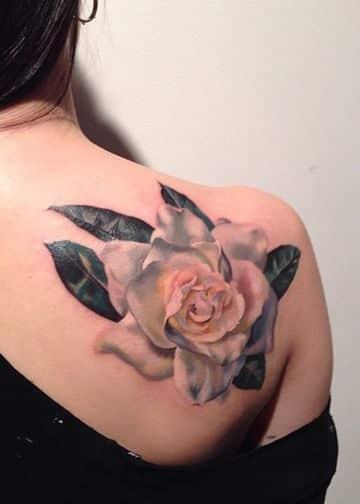 tatuajes en 3d para mujeres de rosa