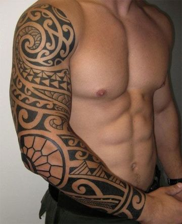 tatuajes polinesios para hombres en el brazo