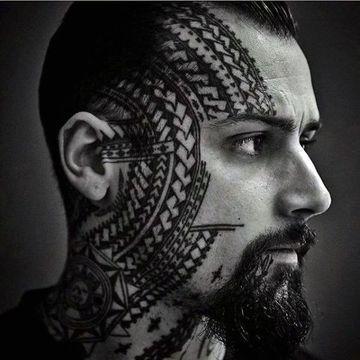 tatuajes polinesios para hombres en el rostro