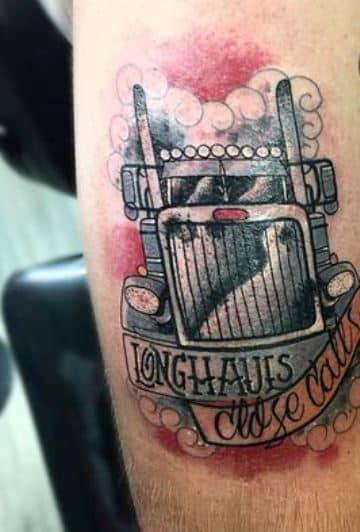 tatuajes de camiones en el brazo de frente