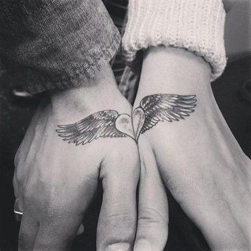 tatuajes de corazones con alas para novios