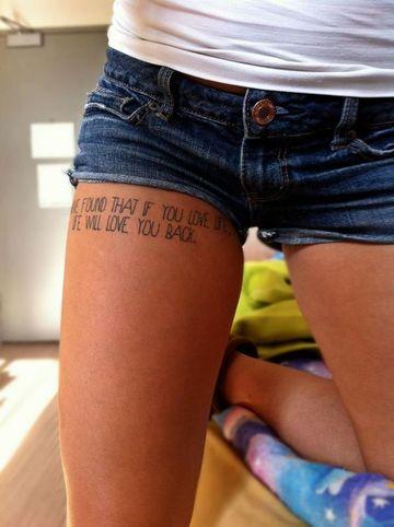 tatuajes de frases en la pierna mujeres