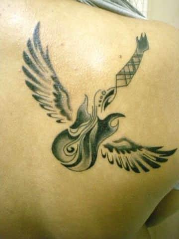 tatuajes de guitarras electricas con alas