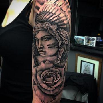 tatuajes de indias guerreras en el brazo