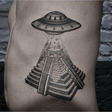 tatuajes de naves espaciales para hombres
