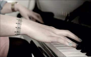 tatuajes de pentagramas musicales delicados